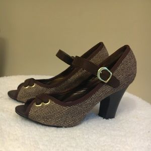 Chocolate brown, tweed, peep toe heels